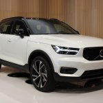 2018 Volvo XC40 white front right quarter
