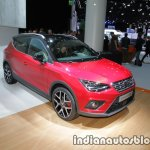 Seat Arona FR front three quarter view at IAA 2017