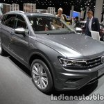 Volkswagen Tiguan Allspace front three quarters at IAA 2017