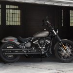 2018 Harley Davidson Street Bob press right side