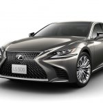 2018 Lexus LS front three quarters (RHD version)