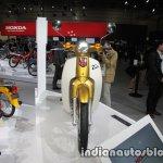 Honda Super Cub 110 Commemorative Edition front at 2017 Tokyo Motor Show