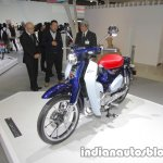 Honda Super Cub C125 front three quarters left side at 2017 Tokyo Motor Show