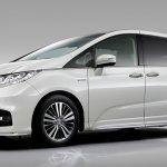 JDM-spec 2018 Honda Odyssey (facelift) front three quarters