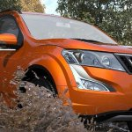 2017 Mahindra XUV500 front three quarters
