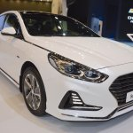 2018 Hyundai Sonata Hybrid (facelift) front three quarters at 2017 Dubai Motor Show