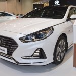 2018 Hyundai Sonata Hybrid (facelift) front three quarters left side at 2017 Dubai Motor Show