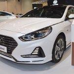 2018 Hyundai Sonata Hybrid (facelift) front three quarters left side at 2017 Dubai Motor Show