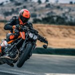 2018 KTM 790 Duke Orange action shot