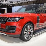 2018 Range Rover (facelift) SVAutobiography Dynamic front three quarters at 2017 Dubai Motor Show