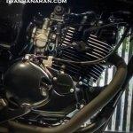 Kawasaki W175 SE spotted at dealership engine