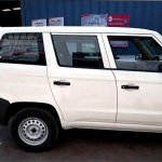Mahindra TUV300 Plus side