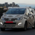 Mahindra U321 MPV spied front three quarters
