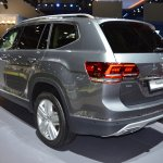 VW Teramont rear three quarters at 2017 Dubai Motor Show.JPG