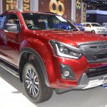 2018 Isuzu D-Max V-Cross front three quarters right side at 2017 Thai Motor Expo