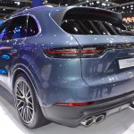 2018 Porsche Cayenne S rear three quarters left side at 2017 Thai Motor Expo.JPG
