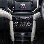 2018 Toyota Rush centre console