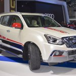 Isuzu MU-X 60th Anniversary edition front three quarters at 2017 Thai Motor Expo