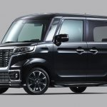 Suzuki Spacia Custom front angle