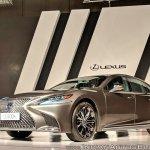 2018 Lexus LS500h front angle