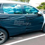 Next-gen 2018 Hyundai Santa Fe right side spy shot