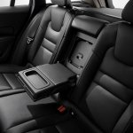 2018 Volvo V60 rear-seat armrest