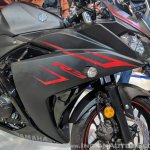2018 Yamaha YZF-R3 Black right side fairing at 2018 Auto Expo