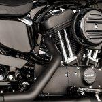 Harley-Davidson Iron 1200 engine press