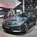 Honda Civic front three quarters at Auto Expo 2018