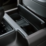 2018 Toyota Land Cruiser Prado (facelift) cup holder