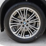 2018 BMW X3 Mineral White alloy wheel