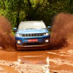 Jeep Compass front off-roading