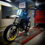 Royal Enfield Himalayan D-71 Fiddler by Bulleteer Customs front angle