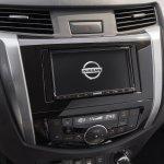 7-seat Nissan Terra centre console