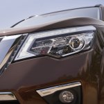 7-seat Nissan Terra headlamp