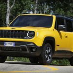 2019 Jeep Renegade Trailhawk front three quarters
