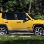 2019 Jeep Renegade Trailhawk side motion