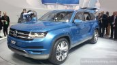 VW CrossBlue Concept front three quarters