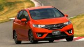 2014-Honda-Jazz-Fit-RS-front-end-in-motion-02