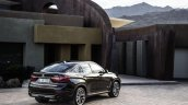 2015 BMW X6 press shots rear quarter