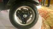 Vespa Esclusivo preview Black wheel
