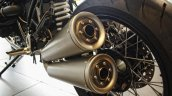BMW R nineT dual exhaust pipes
