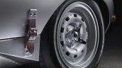 Lightweight Jaguar E-Type press image wheel