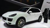 2015 Porsche Cayenne S E-Hybrid front three quarters