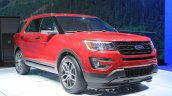 2015 Ford Explorer front three quarters at the 2014 Los Angeles Auto Show