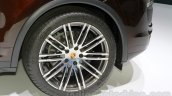 2015 Porsche Cayenne Facelift wheel at the 2014 Guangzhou Auto Show