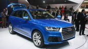 2016 Audi Q7 front quarter at the 2015 Detroit Auto Show
