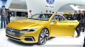 2015 Volkswagen Sport Coupe Concept GTE front three quarter view at 2015 Geneva Motor Show