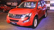 2015 Mahindra XUV500 facelift W10 front quarters