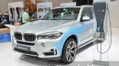 BMW X5 xDrive40e plug-in hybrid front three quarter right at IAA 2015